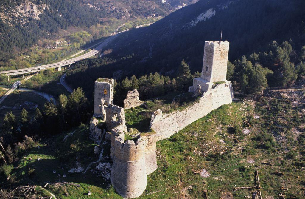 Castello di Popoli veduta laterale